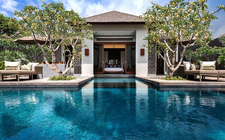 The Legian Sire, Lombok